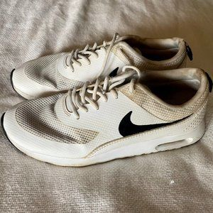 White Nike Air Max Sneakers - Size 8.5